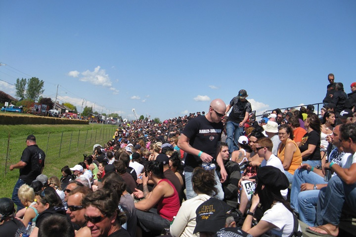 Weekend motos de Sainte-Perpétue - Crowd