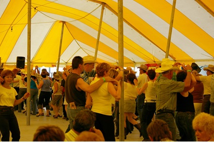 Festival country & folklorique de Plessisville - Atmosphere under the big top